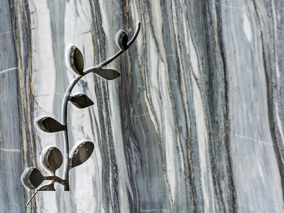 Lightweight stone flower