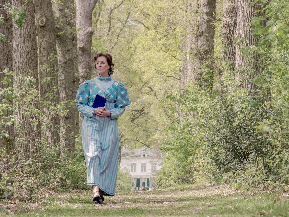 Mireille showing the handmade dress - walking near Wallsteijn
